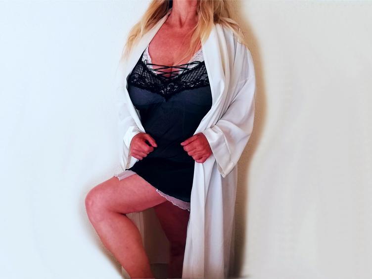 Anal-Sex, Exhibitionismus, Oralsex, Orgien, Outdoor, Rollenspiele, Schlucken, Sexspielzeug, Voyeurismus