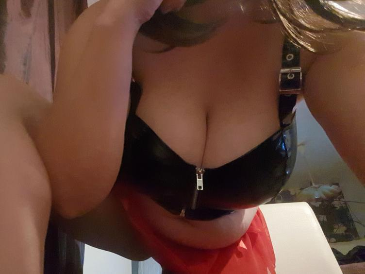 Fetisch, Oralsex, Rollenspiele, Sexspielzeug, SM-Sex, Spanking, Swinger, Tattoos, Wachs-Spiele, Live-Dates