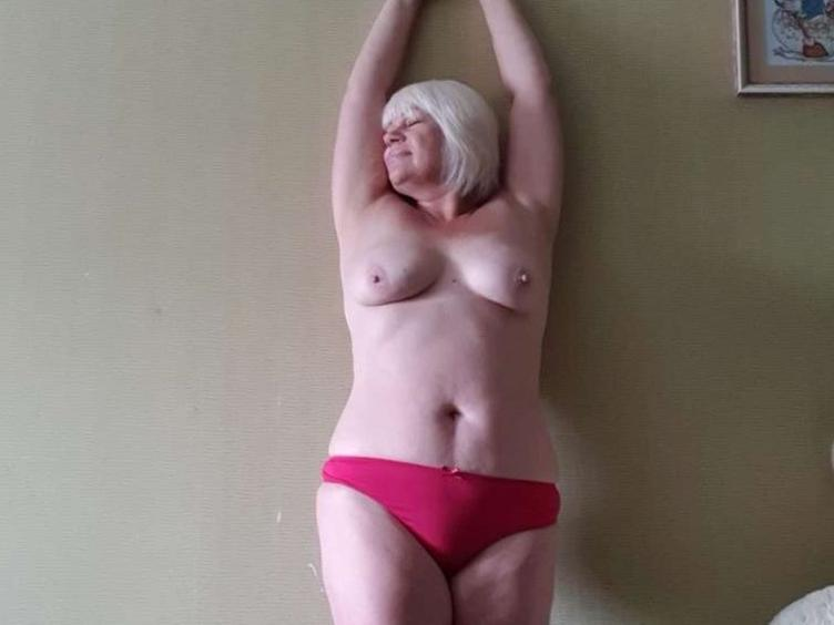 Sexy girl with hot body, ready to try new sexy games