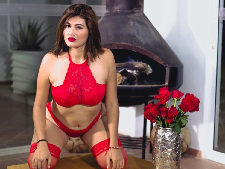 Hallo, Süße, du kannst mich Alessia Milano nennen, und ich mag Anal, ich bin auch ein professionelles Model aus Kolumbien und eine sehr aufrichtige und verständnisvolle Person. Ich kann all deine Fantasien mit meinem Körper befriedigen. Benutze meinen Arsch, der riesig ist ! Komm lass uns geile Dinge machen und wenn du einen guten Anal willst, würde ich es lieben.