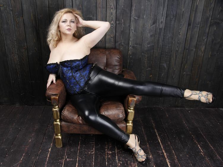 Im hot woman.I like all in sex and i like to be friend to you.i can be your strict mistress and your sumissive-your choose!