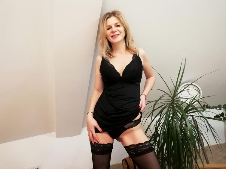 Eine herzliche Frau mit netten Brüsten !!