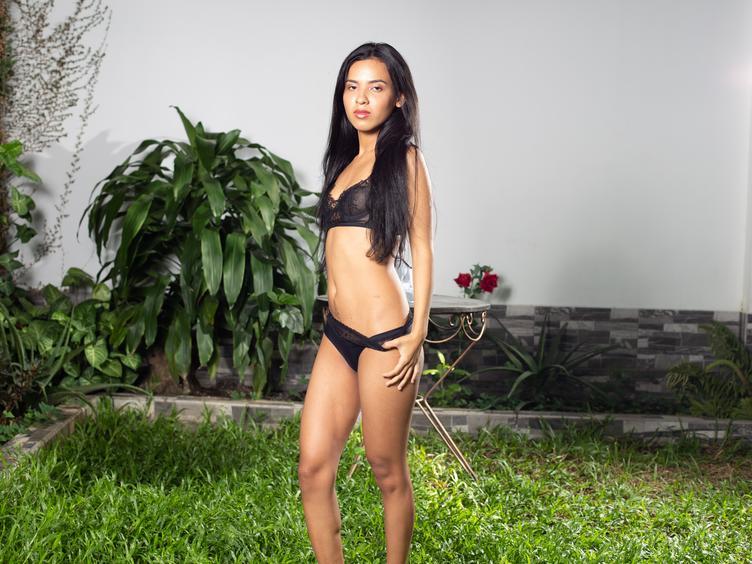 Anal-Sex, Devot, Fesselspiele, Rollenspiele, Spanking