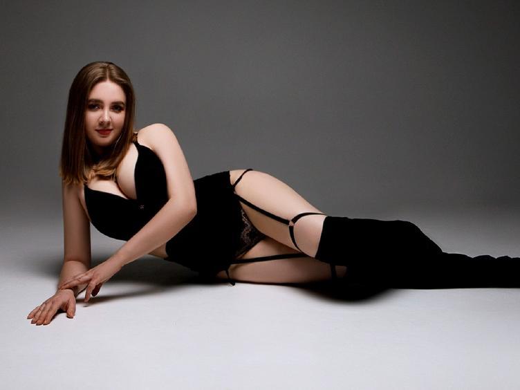 Hey Süßer! Manchmal fühle ich mich einsam und ich würde gerne eine Person finden, mit der ich über viele Dinge schreiben könnte, und vielleicht auch ein bisschen flirten :) Ich bin eine offene Frau und sehr neugierig ... ich zeige auch gerne meine wunderschönen Titten im Chat.