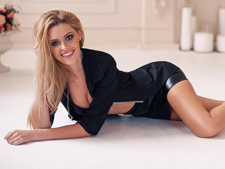 Do you have few minutes for a sexy lady?