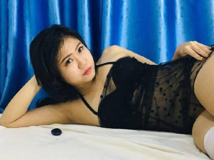 What  makes me horney ? Compliments, generous with big and strong ambiti ons, charismatic educated and erudite men, look, touch, voice, passionate kiss, sense of humor