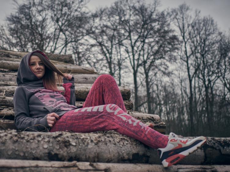 Einzigartiges Hippie Girl ich liebe die Freiheit ,lebe wie es mir gefällt,Loyalität wird bei mir groß geschrieben bin ein liebevoller Mensch, Beruflich Pflegekraft ,30J,dogmom