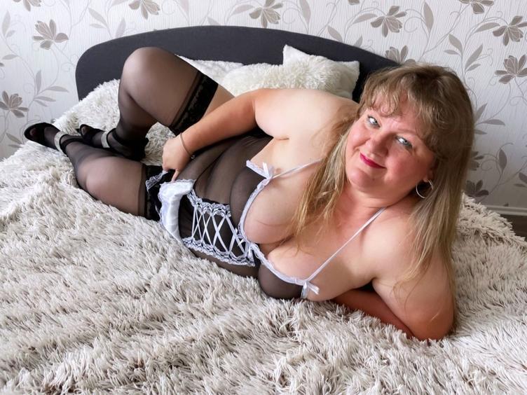 Ich bin Mrieta, bin eine mollige und verrúckt nach Sex. Ich komme aus der Tschechei und liebe es Spass zu haben.