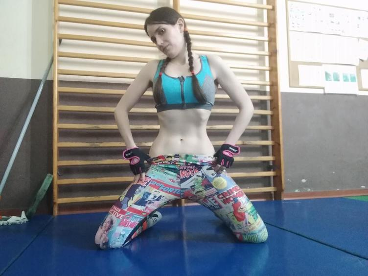 I am a very sensual and healthy girl. I love doing streching, spagat and split.
