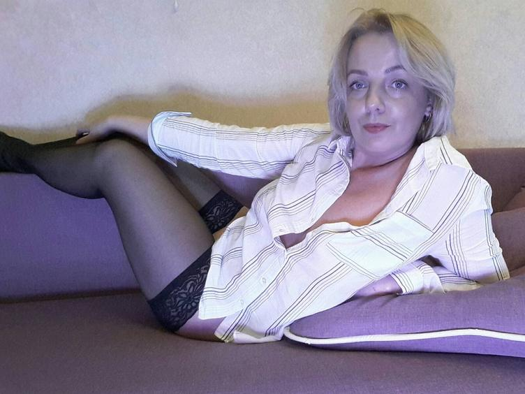 Gorgeous girl, join and let me bring you to the colourful world of your fantasies! I am fresh, sweet, funny, hot!