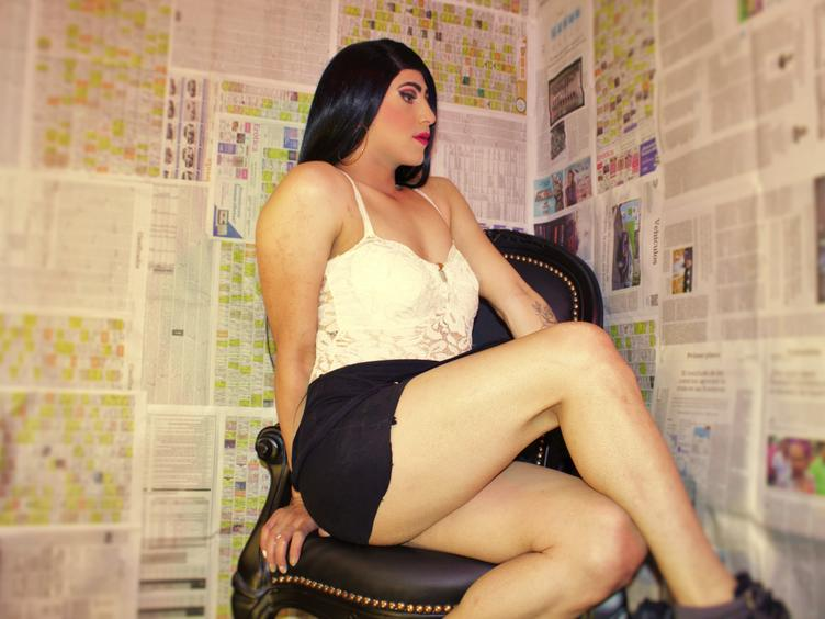 I am a latin ladyboy ready for take the control and enjoy my time online taste my limits