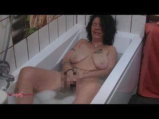 Badewanne, Brünett, MILF, Orgasmus, Schamlippen, Selbstbefriedigung, Solo, Stöhnen, Naturbrüste, Vibratoren